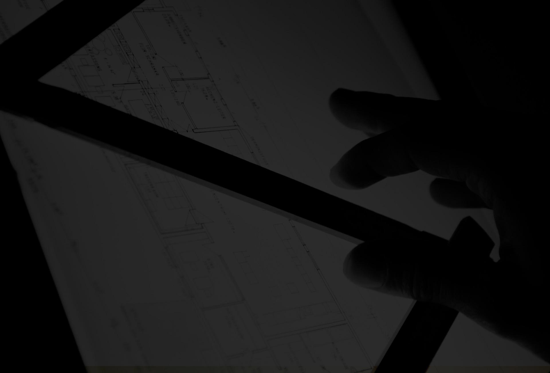 Photo noir et blanc d'un plan d'architecte avec règle de mesure