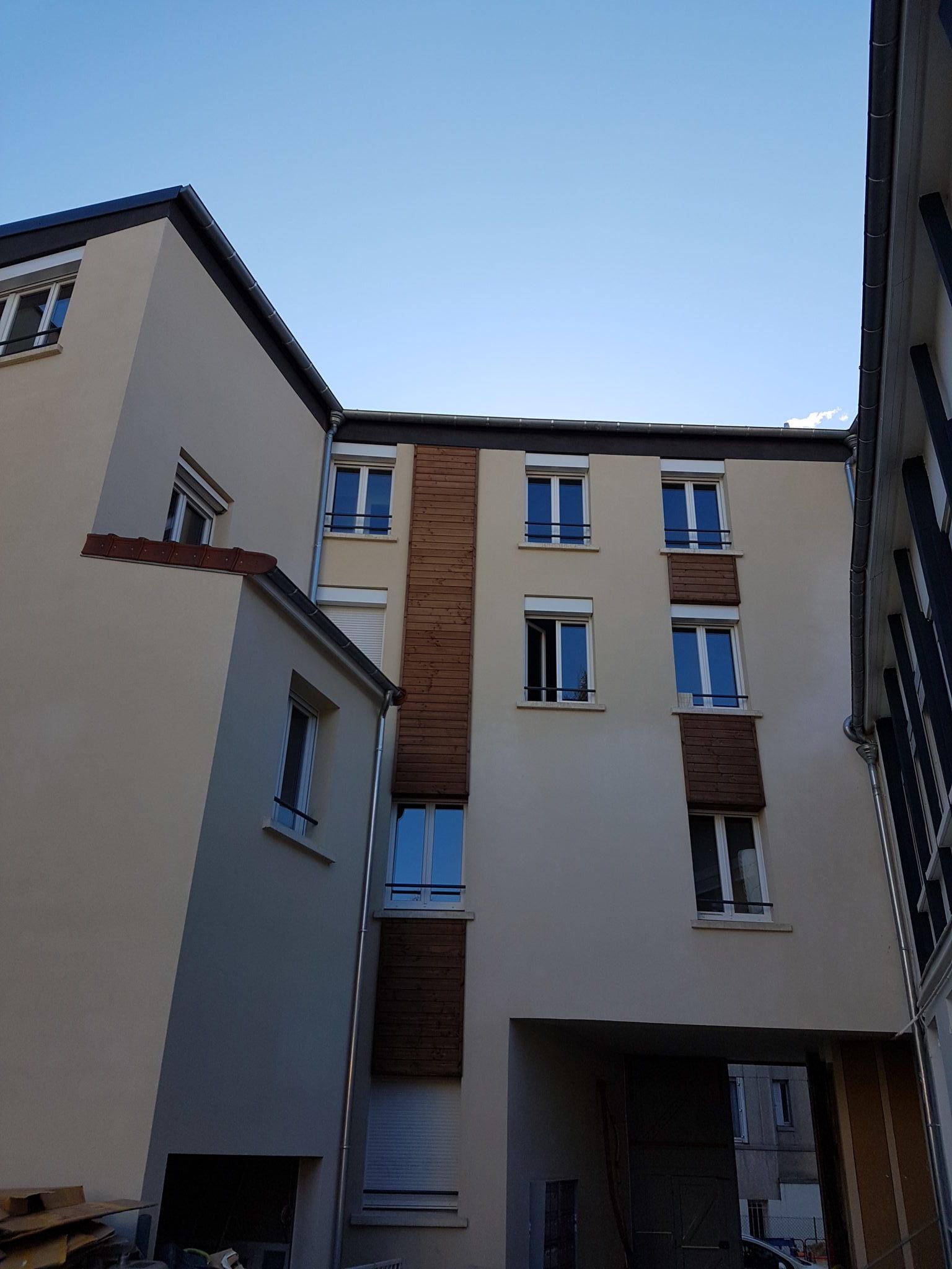 Photo de la partie intérieure d'un immeuble d'habitation