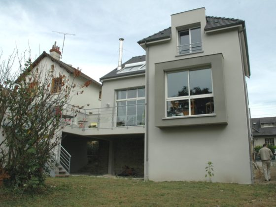 Photo couleur de l'extension et surélévation réalisée sur une maison rénovée